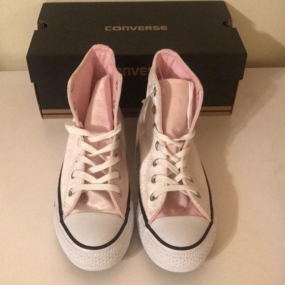 f9ad5f2e9376 NWT light pink velvet converse